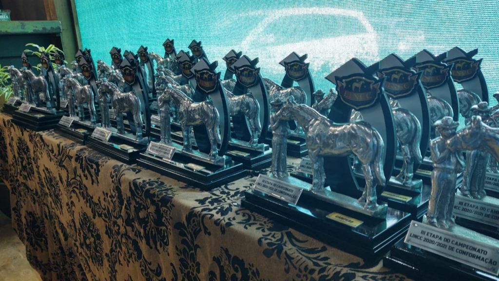 liga nacional do cavalo de conformacao trofeus