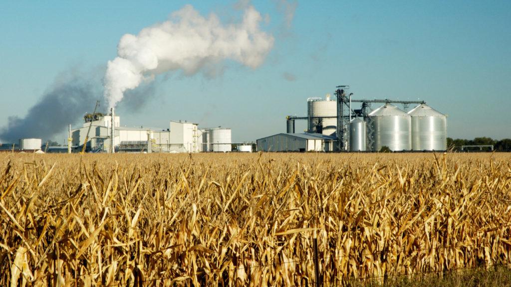 Ofertas apertadas do milho e do açúcar repassam custos para o etanol